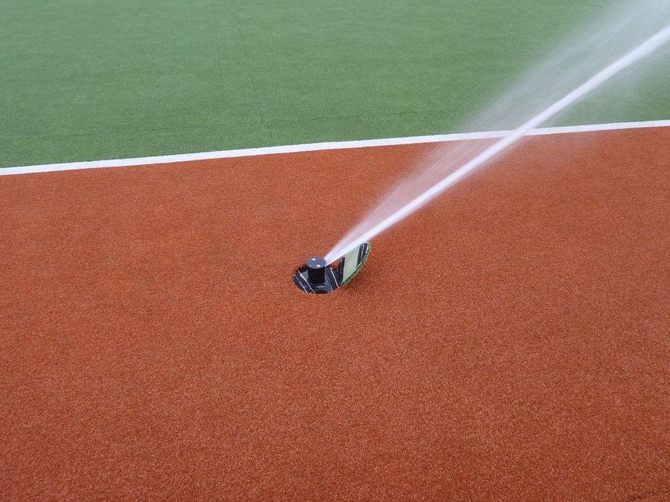 Zraszacz systemu nawadniania sportowego, foto Leszek Kułak
