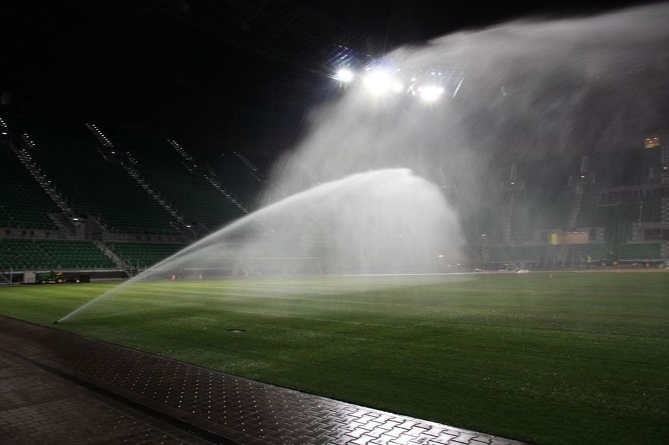 Zraszacze systemu nawadniania sportowego stadion Wrocław